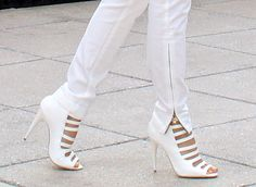 http://www.bagshoes.net/img/White-Jeans-and-White-Shoes3.jpg