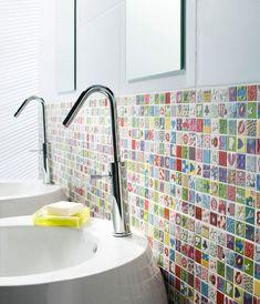 On crée une mosaïque colorée dans la salle de bains : 18,90 euros le panneau chez Castorama - 100 euros pour doper une salle de bains moche - CôtéMaison.fr