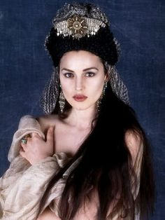 Monica Bellucci. Roman Coppola discovered her in an Italian magazine, and recruited her to appear in Bram Stoker's Dracula.