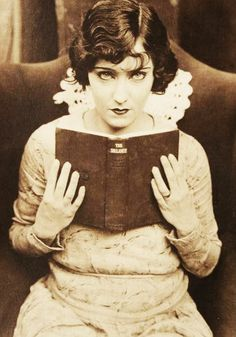 Women Reading - vintagegal: Gloria Swanson