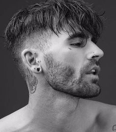 Forward Fringe With Disconnected Undercut - Disconnected Undercut Hairstyles Here is how to stay fancy and classy with the haircut that doesn't go out of style. These 44 disconnected undercut are sure to keep you trendy always. Hair And Beard Styles, Curly Hair Styles, Hair Style Men, Fade Haircut, Mens Fringe Haircut, Grunge Hair, Easy Hairstyles, Fringe Hairstyles, Natural Hairstyles