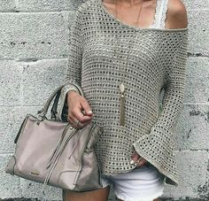 Summer Fashion Trends 2017 - open-knit bell jumper with . Summer Fashion Trends 2017 - open-knit bell jumper on interesting plans , Summer fashion trends 2017 - open knit bell sleeve slouchy sweater on pinter. Celebrity Style Dresses, Celebrity Fashion Outfits, Celebrity Style Casual, Celebrity Style Inspiration, Crochet Blouse, Crochet Top, Simple Crochet, Mode Crochet, Cooler Style