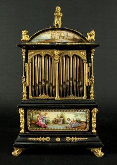19TH C. VIENNESE ENAMEL JEWELERY BOX : Lot 322