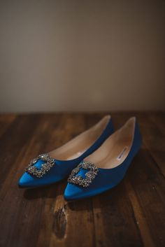 Can't believe my eyes - the iconic Mahnolo Blahnik blue shoes for a very stylish boho-glam bride to be. I love the flat version of these gorgeous pair of shoes which says a lot about the bride as well - no matter what, you can be comfortable and stylish at the same time. Such an inspiration!