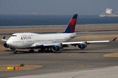 Delta Air Lines Boeing 747-451 N672US