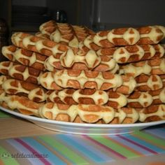 Reteta Gauffre De Liege Romanian Desserts, Pancakes And Waffles, Pastry Cake, Baby Food Recipes, Sweet Treats, Good Food, Brunch, Food And Drink, Sweets