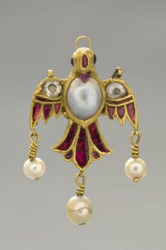 Islamic jewelry - Pearl and gem-set gold forehead ornament (Tikka), Mughal, India, century. In the collection of the Museum of Islamic Art, Qatar. Mughal Jewelry, Ethnic Jewelry, Pearl Jewelry, Indian Jewelry, Antique Jewelry, Gold Jewelry, Jewelery, Vintage Jewelry, Royal Jewels