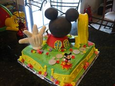 love this fence for mickey mouse clubhouse birthday party cake