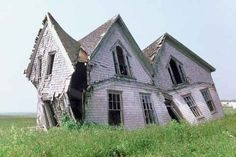 La casa tumbada...