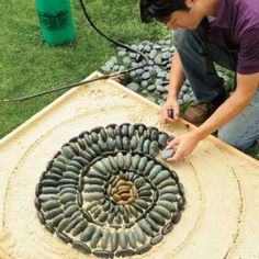 This is an amazing mosaic art using pebbles. Arrange pebbles of different sizes in a circular pattern to make this innovative look.