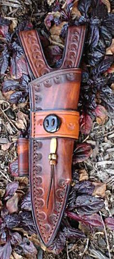 Looking to buy custom leather knife sheaths? Rick Lowe Custom Leather offers a beautiful selection. Leather Knife Sheath Pattern, Leather Pattern, Knife Sheath Making, Knife Making, Making Tools, Leather Pouch, Leather Tooling, Leather Art, Blacksmithing Knives