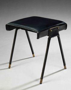 Jacques adnet (1900-1984)tabouret, structure métallique tubulaire gainée de skaï noir, piétement compas bagué à la base de cylindres de lait...