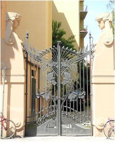 Casa Antonini via Orcagna Florence. Old Gates, Metal Gates, Art Nouveau Architecture, Architecture Details, Art Nouveau Tiles, Art Deco, Building A Door, Artist And Craftsman, Z Arts