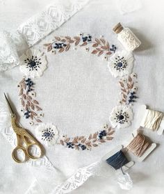 Wonderful Ribbon Embroidery Flowers by Hand Ideas. Enchanting Ribbon Embroidery Flowers by Hand Ideas. Brazilian Embroidery Stitches, Crewel Embroidery Kits, Learn Embroidery, Silk Ribbon Embroidery, Hand Embroidery Designs, Vintage Embroidery, Embroidery Patterns, Machine Embroidery, Embroidery Thread
