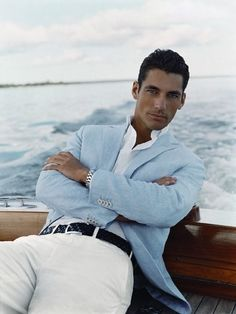 Beautiful linen jacket combined with white chinos, a great yacht or beach look. #onboard #fashion