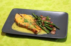 Beurre blanc eli voikastike - Katso maukas resepti! Asparagus, Vegetables, Food, Studs, Meal, Eten, Veggie Food, Hoods, Vegetable Recipes