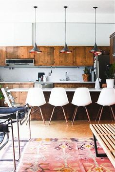 Mid-century style kitchen and bar stool counter dining with aged wood cabinets and retro office chair seating - Image Via: Hither and Thither Home Interior, Kitchen Interior, Interior Design, Interior Ideas, Modern Interior, Interior Decorating, Decorating Ideas, Küchen Design, Home Design