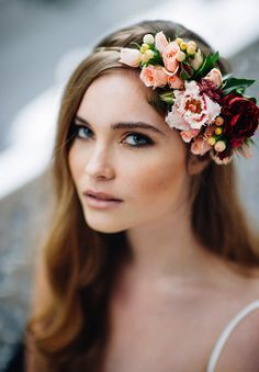 46 Romantic Wedding Hairstyles with Flower Crown + DIY Tutorials - Wedding Crown Romantic Wedding Hair, Vintage Wedding Hair, Wedding Hair Flowers, Mod Wedding, Wedding Hair And Makeup, Flowers In Hair, Trendy Wedding, Wedding Veils, Diy Flowers