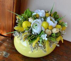 904a93245bde1b36af2e343f1260ada8 Easter Flower Arrangements, Easter Flowers, Floral Arrangements, Diy Easter Decorations, Flower Decorations, Topiary Centerpieces, Ideias Diy, Deco Floral, Flower Boxes
