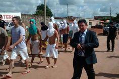 Polícia de Goiás decide transferir delegado que fez transferência de presos a pé - http://noticiasembrasilia.com.br/noticias-distrito-federal-cidade-brasilia/2015/05/11/policia-de-goias-decide-transferir-delegado-que-fez-transferencia-de-presos-a-pe/