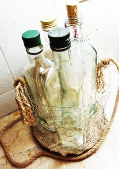 Make your own wire basket. Tutorial to make a vintage-rustic-looking baskets. pretty flower containers