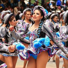 A lovely Caporales dancer sways to the music, showing off her curvy hips and her blue panties! South American Girls, American Girl Dress, Carnival Dancers, Carnival Girl, Girl Drawing Sketches, Curvy Hips, Showgirls, Cheerleading, Girls Dresses