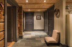 Lovely entry in Norefjell Wooden Cabins, Wooden House, Deco Spa, Swiss House, Dock House, Chalet Interior, Building A Cabin, Swiss Chalet, Mountain Cottage