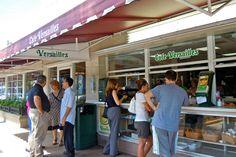 Restaurante #Versailles, otro pedazo de #Cuba en #Miami http://www.cubanos.guru/restaurante-versailles-pedazo-cuba-miami/