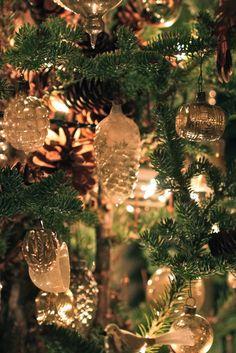 silver, gold and pinecones...pretty