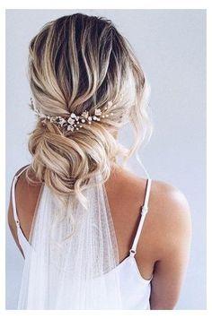 Bride Hairstyles With Veil, Wedding Hairstyles For Long Hair, Down Hairstyles, Bridal Hairstyles, Bridal Hair With Veil Updo, Indian Hairstyles, Hairstyles For Weddings, Wedding Hairstyle With Flowers, Loose Bridal Hair