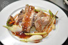 Chuleta de cerdo con salsa de oporto, zanahorias y trigueros #venalgure #delicious #food #foodporn #chop