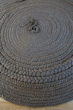Braided fabric rug.http://www.designtherapy.com/2011/05/knot-messin-around.html