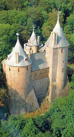 Red Fort in Wales – Castell Coch – Cappadocia Travel - Best Travel Photos Welsh Castles, Castles In Wales, Chateau Medieval, Medieval Castle, Castle House, Castle Ruins, Beautiful Castles, Beautiful Buildings, Most Haunted Places