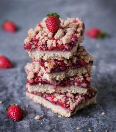 Strawberry crumb bars, a vegan & gluten free recipe. These crumble bars are delicious, soft and fruity. They are refined sugar free, healthy & easy to make