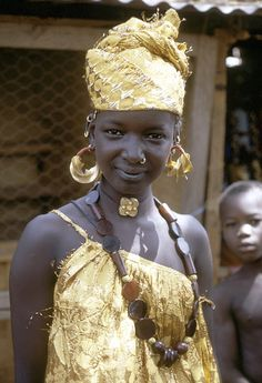"""Woman with four-lobed gold earrings, known locally as """"kwottenai,"""" Mopti. Photo by Eliot Elisofon, ca. 1970."""