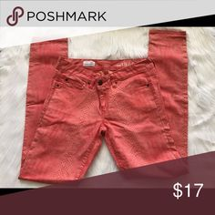 """Gap 1969 Coral Snakeskin Skinny Jeans Skinny Straight Leg Jeans. Size 27t. In EUC! Only worn once! Inseam approximately 29"""". Super Cute for Spring.                                                  Ask Questions! 🚫Trades 🚫Paypal ✅Bundles ✅Reasonable Offers 🚭smoke free 🐶pet free GAP Pants Skinny"""
