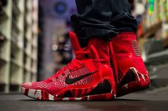 Nike Kobe 9 Elite Christmas First Look Bright Crimson Black White 630847 600 Sneakers Mode, Sneakers Fashion, Nike Sneakers, Kobe 9, Nike Kicks, Kobe Shoes, Baskets Nike, Melissa Shoes, Nike Flyknit