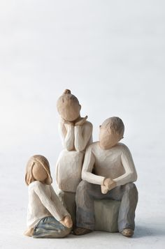 Willow Tree Siblings Brother with Two Sisters Figurine Gift Set Family Group Sculptures Céramiques, Polymer Clay Sculptures, Sculpture Clay, Willow Tree Figures, Willow Tree Angels, Tree People, Halloween Miniatures, Ceramic Houses, Clay Animals