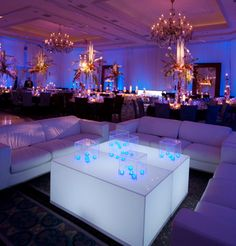 A modern lounge with white furniture and tables. Lounge Party, Wedding Lounge, Wedding Reception, Dream Wedding, Reception Decorations, Event Decor, Wedding Decoration, Nashville, Salas Lounge