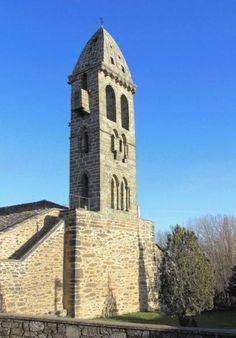 Mombuey, Comarca de la Carballeda, Camino Sanabrés - Torre románica de la iglesia de Mombuey, levantada a comienzos del S. XIII por la Orden del Temple
