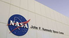 Kommando zurück.Im Jahr 2004 hat die NASA dann die vermeintliche Erklärung für die Aufnahme geliefert: Nach Angaben der US-Raumfahrtbehörde handelt es sich bei dem kreisförmigen Objekt um einen Scheinwerfer, der am Servicemodul befestigt ist. Durch den Blickwinkel der Astronauten wirke dieser aber wie ein freischwebendes Flugobjekt, so die NASA. Die Erklärung scheint plausibel - allerdings stellt sich die Frage, warum die US-Raumfahrtbehörde mehr als drei Jahrzehnte brauchte, um das…