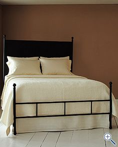 Really like the clean lines of this bed.