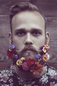 Gorgeous 48 Most Elaborate Flower Beard Decorations Ideas Moustaches, Beard Decorations, Fotografie Portraits, Glitter Beards, Flower Beard, Beard Art, Foto Portrait, Bloom, Awesome Beards