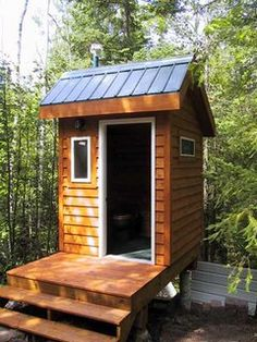 Composting Toilet Outhouse Installations Outside Toilet, Outdoor Toilet, Outdoor Baths, Outdoor Bathrooms, Building An Outhouse, Outhouse Bathroom, Composting Toilet, Small Buildings, Tiny House