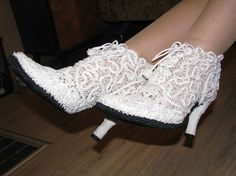 Shoes of Lace White, ankle High and GORGEOUS: Irish Lace Shoes from club. Romanian Lace, Shoe Crafts, Lace Socks, Cute Heels, Irish Lace, Lace Patterns, Crochet Patterns, Boot Cuffs, Crochet Slippers