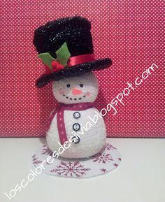 Todas estas fotos que veis son encargos que me han hecho para estas navidades. Los muñecos de nieve, las copas, las bolas, los frascos de cristal y el Belén. ©by Sylvia M.G.D