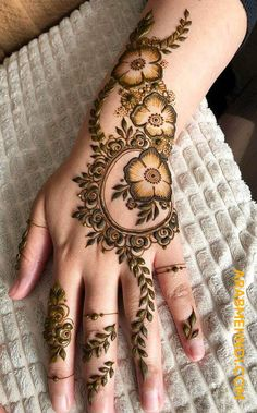 Explore Best Mehendi Designs and share with your friends. It's simple Mehendi Designs which can be easy to use. Find more Mehndi Designs , Simple Mehendi Designs, Pakistani Mehendi Designs, Arabic Mehendi Designs here. Henna Hand Designs, Easy Mehndi Designs, Dulhan Mehndi Designs, Bridal Mehndi Designs, Mehndi Designs Finger, Khafif Mehndi Design, Modern Henna Designs, Latest Arabic Mehndi Designs, Floral Henna Designs