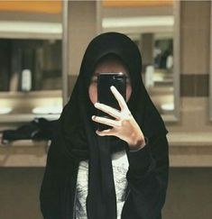Photography fashion mirror Ideas for 2019 Ootd Hijab, Hijab Chic, Girl Hijab, Baby Girl Photography, Photography Women, Fashion Photography, Food Photography, Foto Mirror, Modern Hijab Fashion