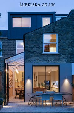 Completed in 2016 in London, United Kingdom. Images by Agnese Sanvito, Tim Crocker . Neil Dusheiko Architects have completed a beautiful and very personal renovation of a Victorian terraced house in Stoke Newington. The house was. House Extension Design, Roof Extension, House Design, Side Return Extension, Extension Ideas, Terraced House, Design Exterior, Interior And Exterior, Luxury Interior
