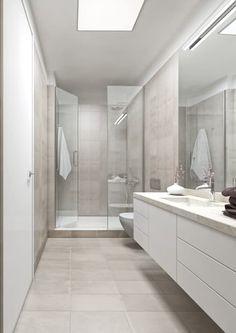 Boavista 62 - Estoril Real Estate: Casas de banho modernas por Onstudio Lda New Bathroom Designs, Modern Bathroom Design, Bathroom Interior Design, Interior Design Living Room, Condo Bathroom, Small Bathroom, Bad Inspiration, Bathroom Inspiration, Light Grey Bathrooms